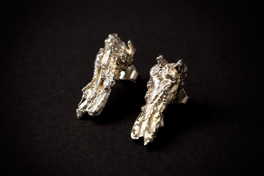 Lava oorstekers oorbellen zilver